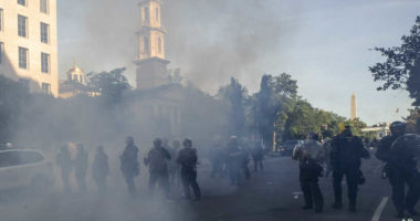 Policia ka përdorur dhunë drejt medias gjatë protestave në Uashington, rrëfen gazetari i VOA