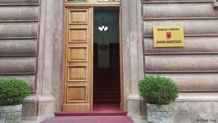 DW: Funksionimi i Gjykatës Kushtetuese në krye të listës prej 15 kushteve nga BE