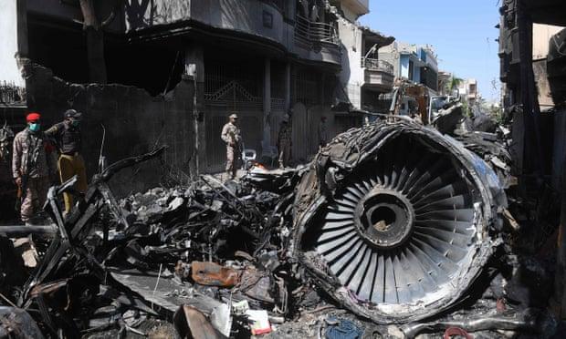 Biseda e pilotëve për Covid-19 që iu mori jetën 98 personave në Pakistan