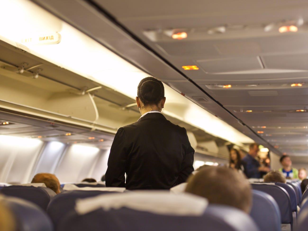 Stjuardesat: Pesë gjërat që nuk do donim që pasagjerët të bënin gjatë fluturimit