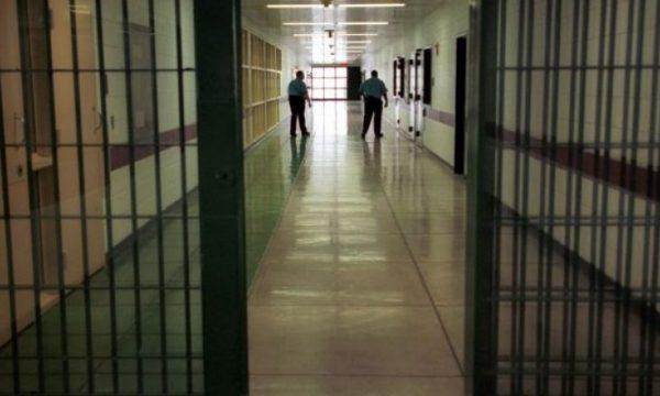 Skype dhe telefon! Covid-19 ndalon vizitat e familjarëve për të burgosurit në Kosovë