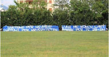 """""""Bashkë për të 28-in"""", Fanatics karikojnë skuadrën e zemrës me një banderolë"""