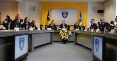 Hoti: Dialogu me Serbinë do të vijojë pa ndryshim kufinjsh dhe shkëmbim territoresh