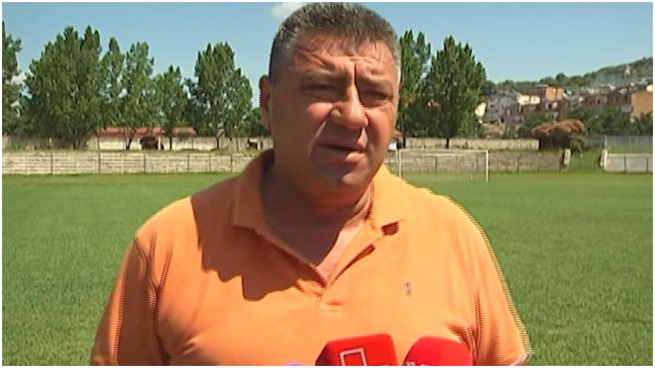 """VIDEO/ I plas një barsoletë thumbuese dhe braktis konferencën, Ilir Gjyla """"show"""""""