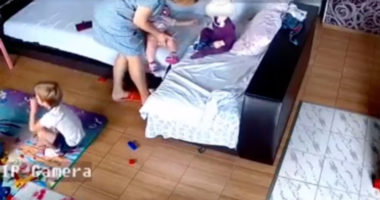 E rëndë, edukatorja në Ukrainë mbyt 1-vjeçaren me jastëk