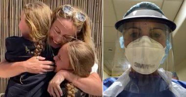 Punonte në kujdes intensiv, infermierja amerikane takon pas dy muajsh fëmijët e saj