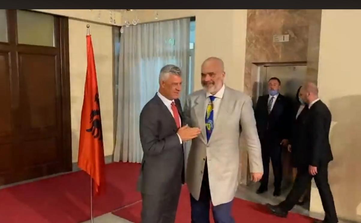 Rama pritet nga Thaçi në Prishtinë, detaji i veçantë nga takimi mes tyre