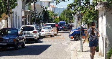 Policia i shkoi në derë, ai nxori pistoletën: Çfarë e alarmoi sot RENEA-n në Kamzë