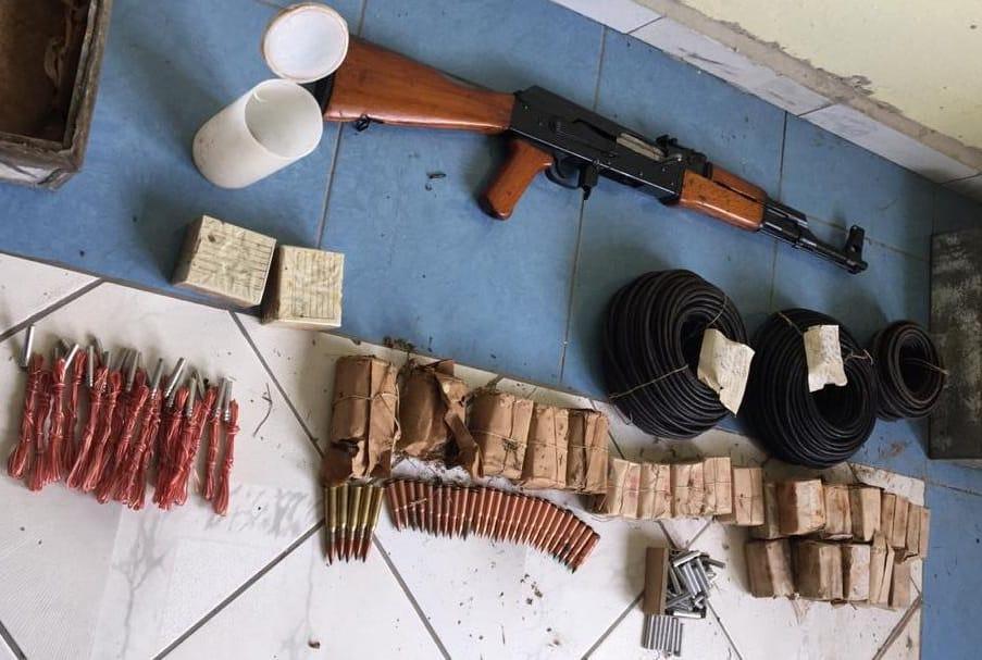 Tri arka me 600 fishekë e armë pa leje, vihet në pranga 56-vjeçari në Bulqizë