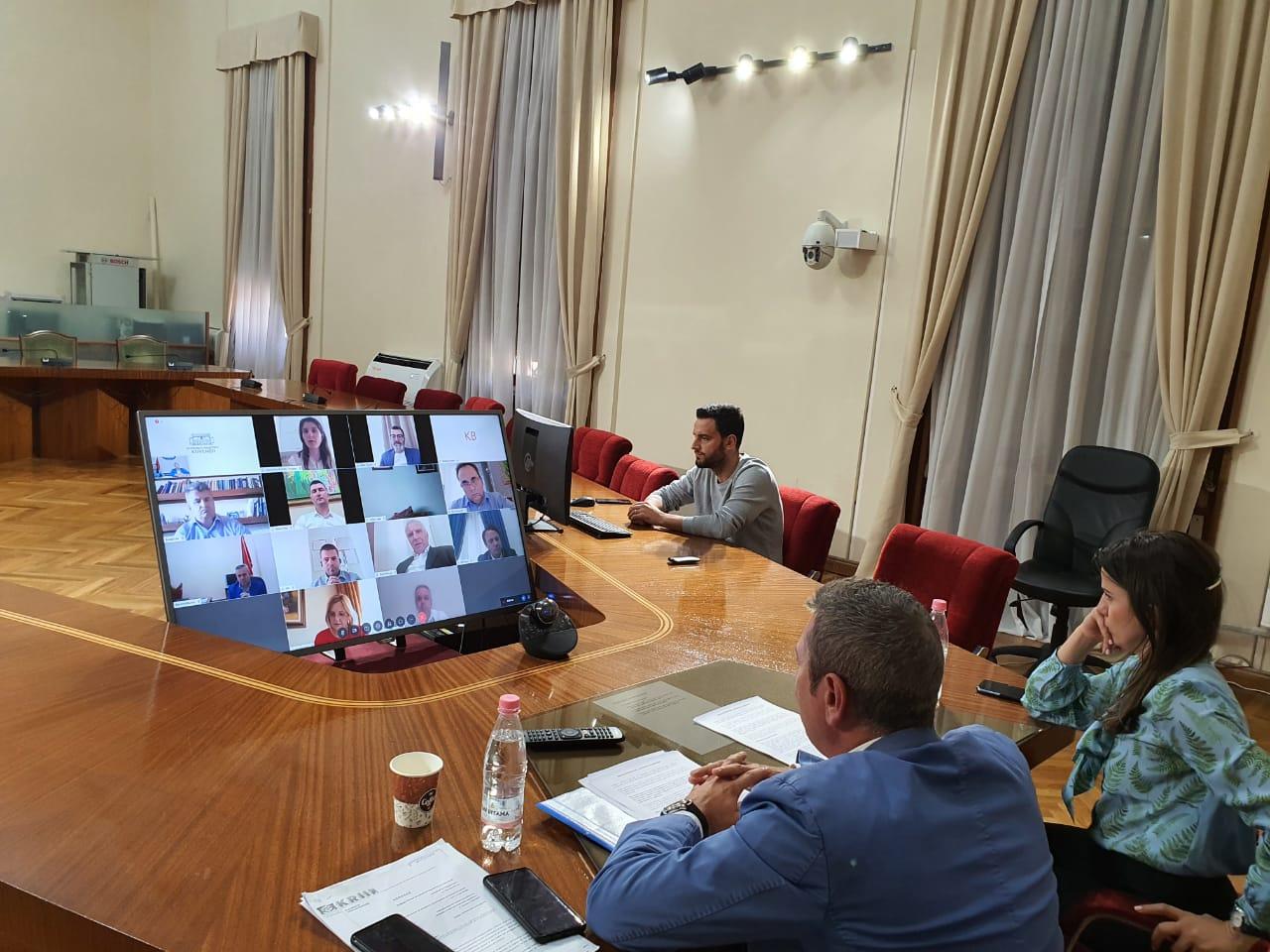 """Përfundon mbledhja e Komisionit të """"Zgjedhores"""", Gjiknuri: Nuk shkelim marrëveshjen!"""