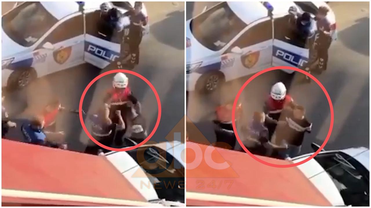 """VIDEO/ Polici qëllon me grushta të prangosurin, efektivi i """"Shqiponjave"""" e mban nga duart"""