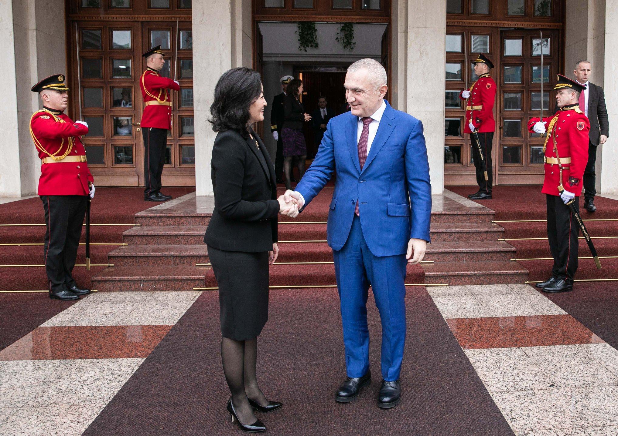 Përfundon takimi i Presidentit Meta me ambasadoren Yuri Kim