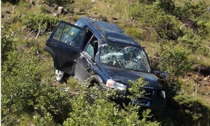 Makina bie në greminë në Pukë, humb jetën shoferi! Shpëtojnë për mrekulli gruaja dhe fëmija