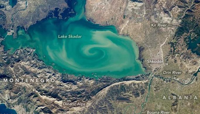 Një tornado në liqenin e Shkodrës, NASA publikon foton e magjishme nga Shqipëria
