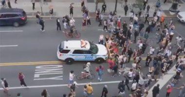 VIDEO/ Protestat në SHBA, makina e policisë merr përpara turmën e demostruesve