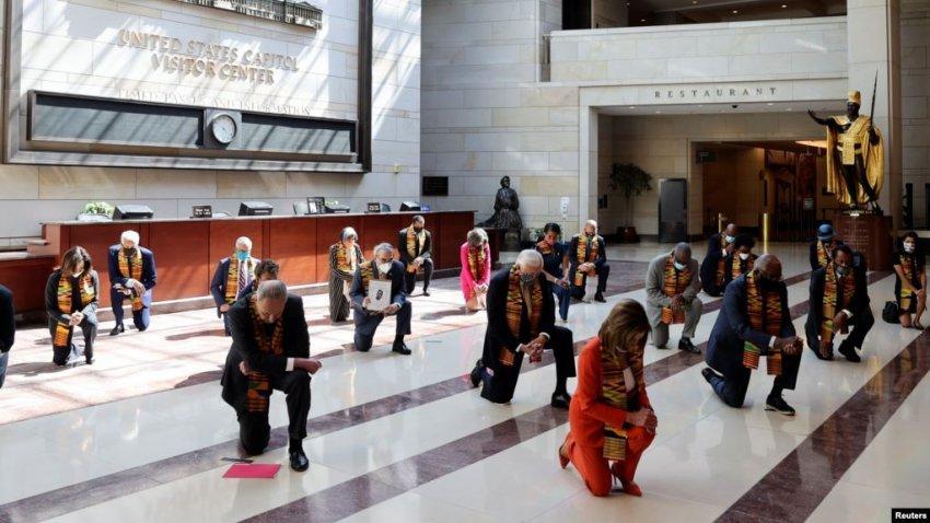 Demokratët në SHBA në nderim të George Floyd, ulen në gjunjë për 8 minuta e 46 sekonda