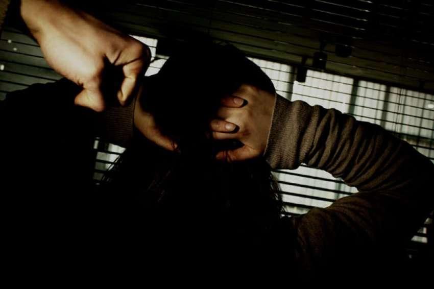 Dhunë fizike dhe psikologjike ndaj vajzës, arrestohet babai në Fushë-Krujë