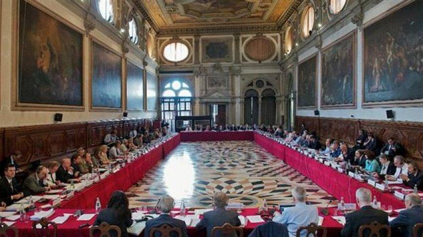 Komisioni i Venecias lë në fuqi ndryshimet në Kodin Zgjedhor: Nuk duhet të ketë më ndërhyrje