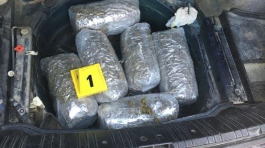 Makinën mbushur me drogë, arrestohet në Lushnje 49-vjeçari