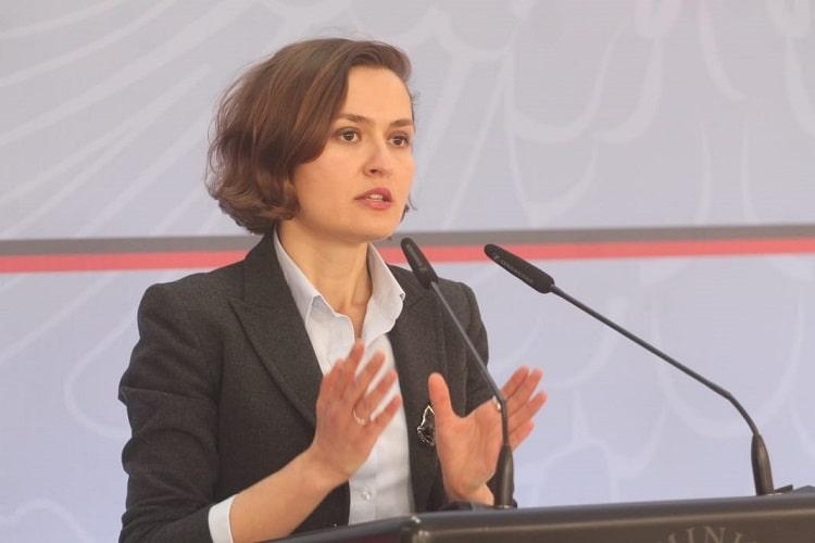 Shahini: Shqiptarët në Serbi më në fund do të përdorin libra shkollorë shqip