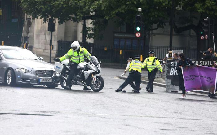 VIDEO/ Aksidentohet me makinë kryeministri britanik, Boris Johnson