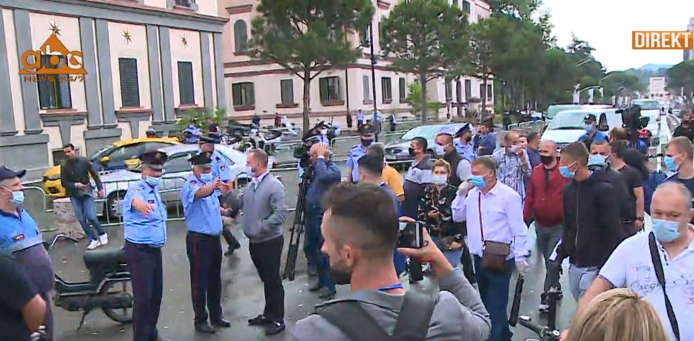 Policia shpërndan protestën e Shoqatës së Transportit Publik