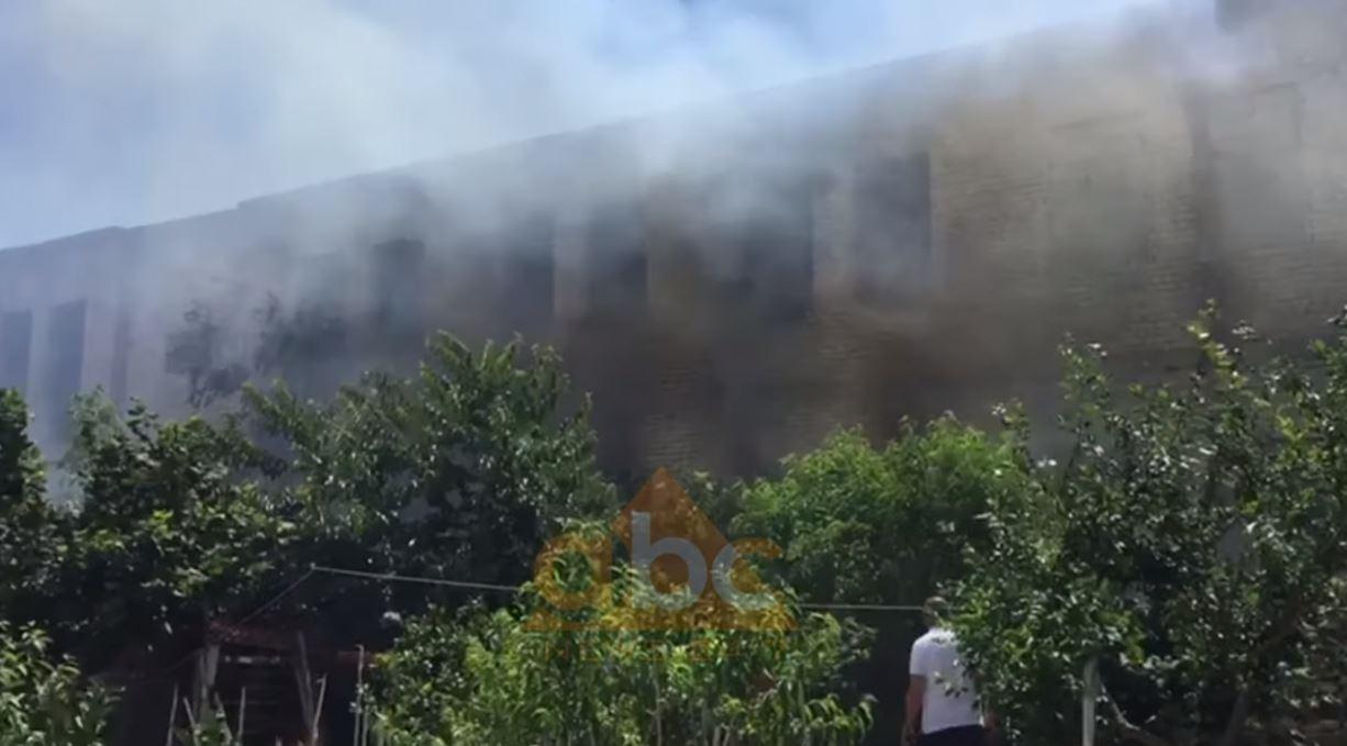 Zjarr në Berat, digjet magazina ku jetonte komuniteti rom
