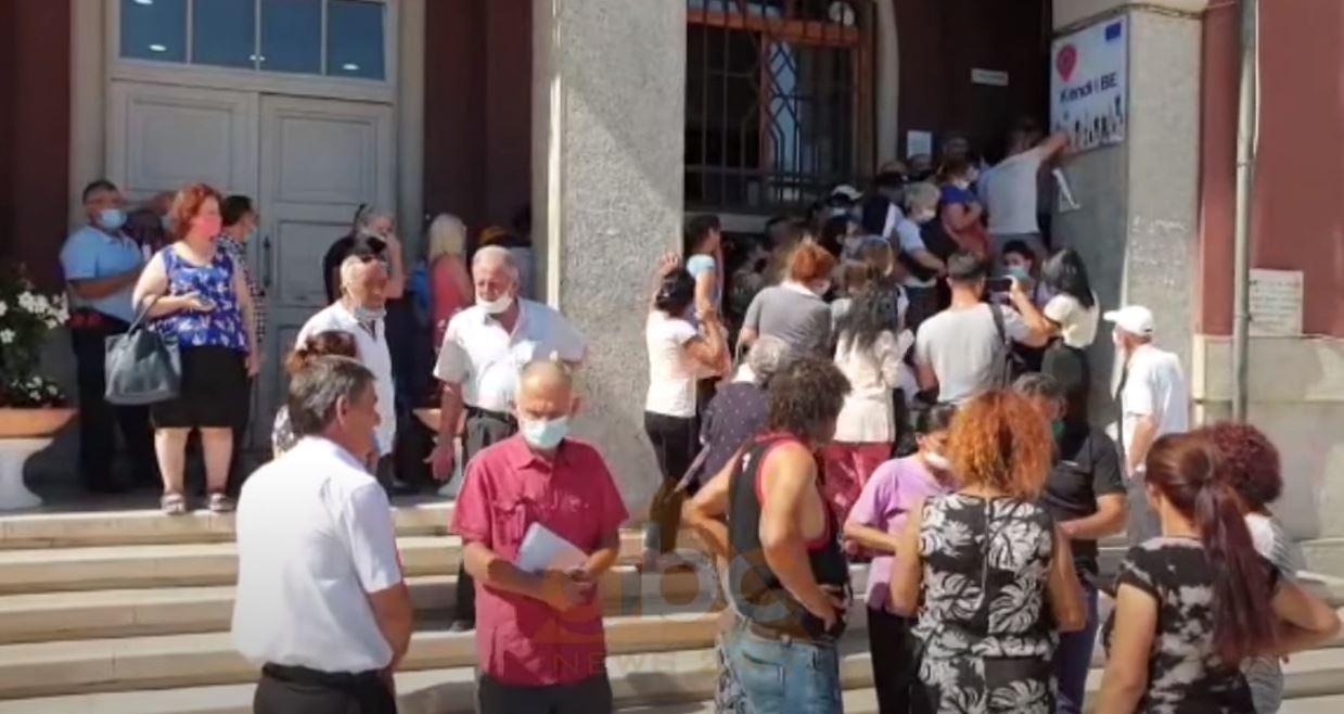Banorët e Durrësit në protestë, nuk përfituan grante për banesat e dëmtuara nga tërmeti