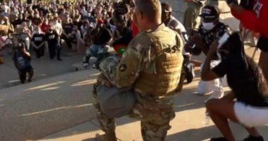 Anëtari i Gardës Kombëtare qetëson protestuesit: Më vjen keq për vdekjen e Goege Floyd