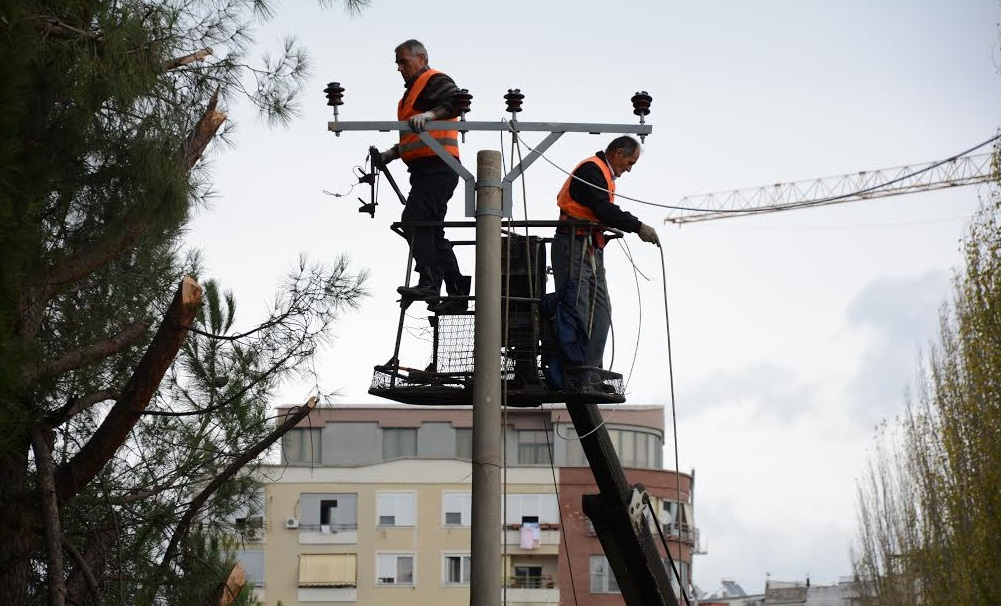 Ndërhyrje në disa fidera, OSHE njofton ndërprerje te energjisë elektrike në Tiranë