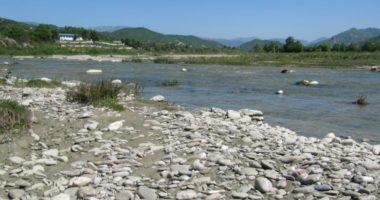 Derdhnin ujëra të ndotur në Erzen, gjobiten 10 subjekte në Tiranë