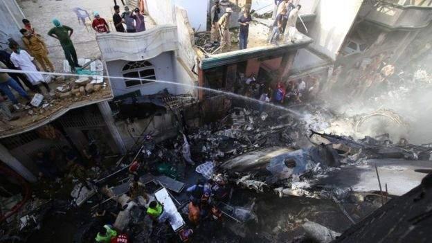 Përplasja e avionit që vrau 97 persona në Pakistan, pilotët ishin duke folur për Covid-19