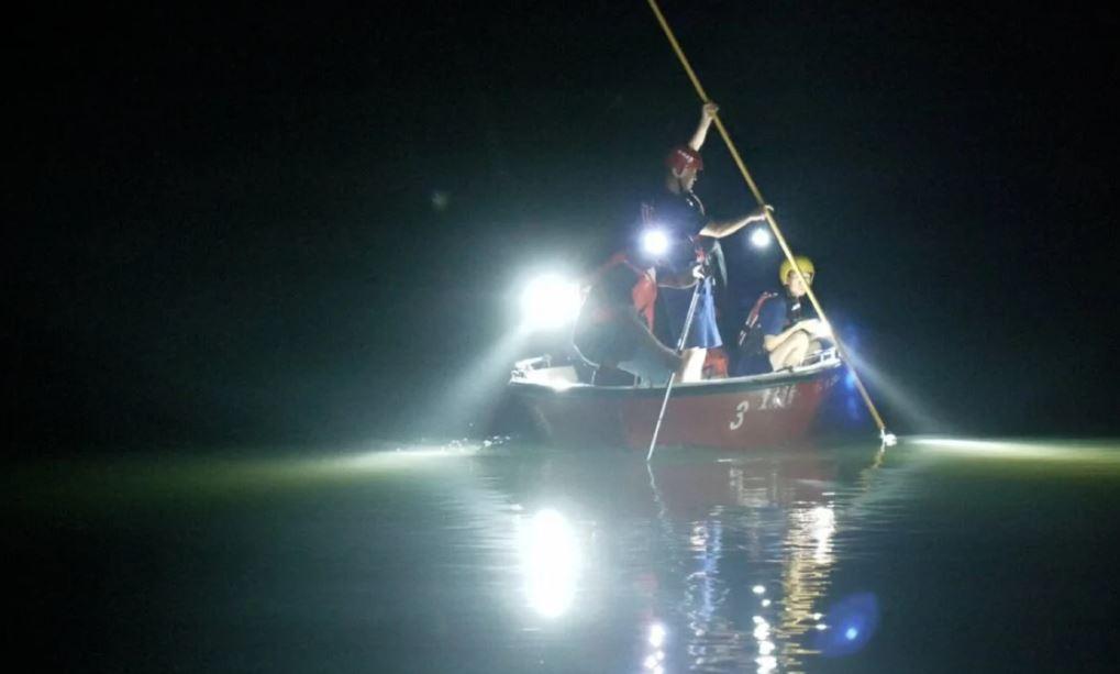 E rëndë, futën për të ndihmuar shokun, mbyten 8 fëmijë në një lumë në Kinë