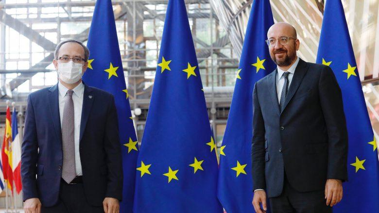Hoti në Bruksel: Dialogu Kosovë-Serbi nuk ka alternativë