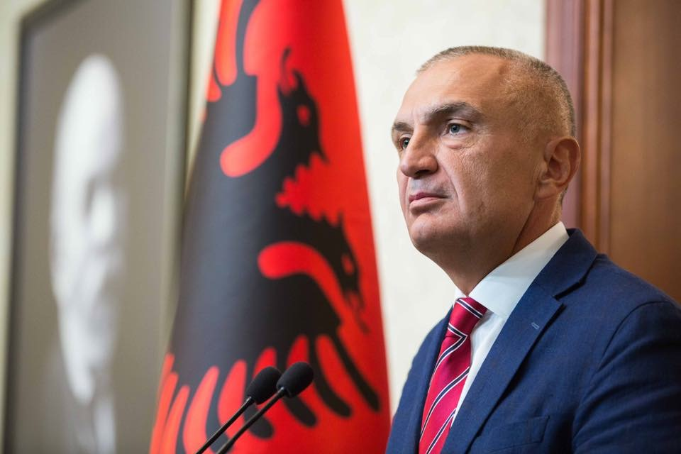 Presidenti Meta dekreton ligjin për legalizimin e ndërtimeve informale