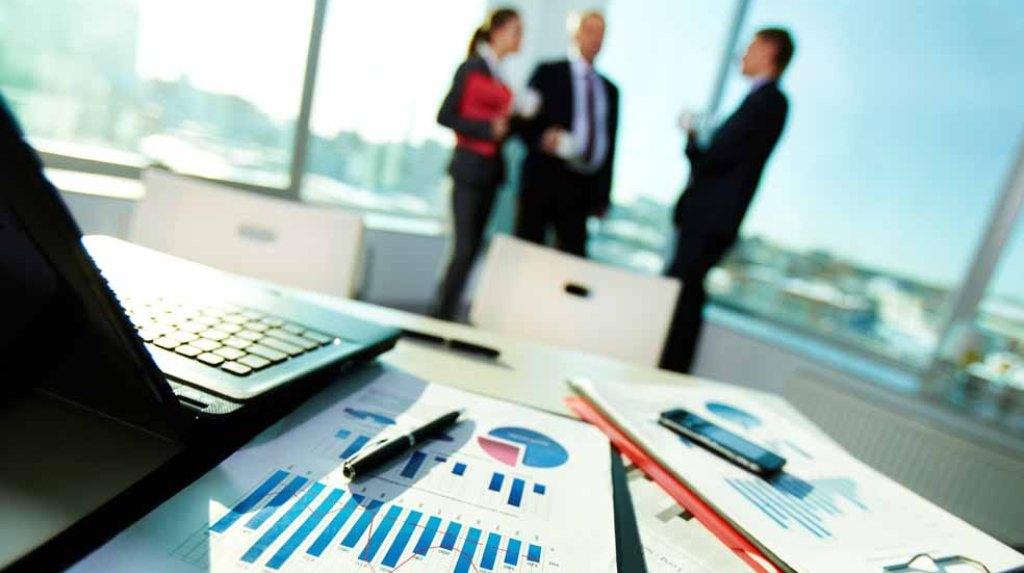 Teksa investimet e huaja bien me 20%, bizneset shqiptare investojnë jashtë paratë