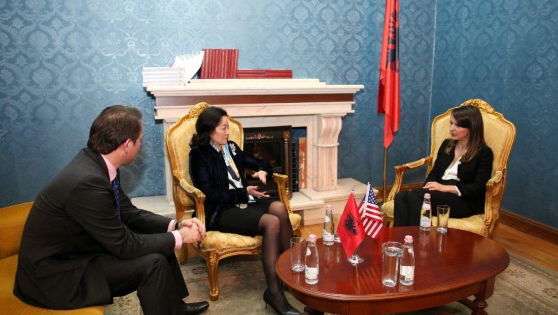 Ambasadorja Yuri Kim zbardh detaje nga takimi me Rudina Hajdarin: Respektoj luftën e saj parimore