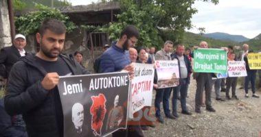 Banorët e Labinotit protestojnë për fabrikën e peshkut: Vjen erë e qelbur, është ndotur uji