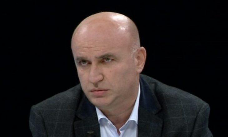 Njeriu që e do Kosovën, sa zyrën e tij