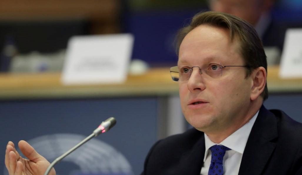 """Meta dërgon në """"Venecia"""" Kodin Zgjedhor, Varhelyi: Kuvendi duhet të presë përgjigjen"""