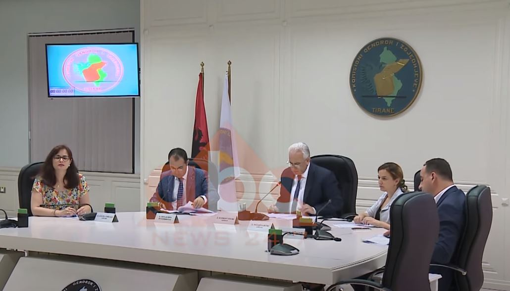 Formula e re e KQZ-së ndan palët, opozita propozon zgjedhjen e anëtarëve jashtë parlamentit