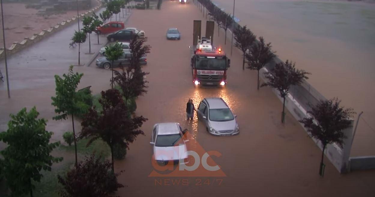 Përmbytja e Librazhdit pas ndërtimit të pedonales, banorët: Nuk na ndodhte prej 50 vitesh