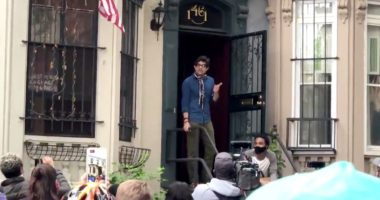 """""""Heroi"""" i protestave në SHBA, strehoi 60 persona në shtëpi që të mos i kapte policia"""