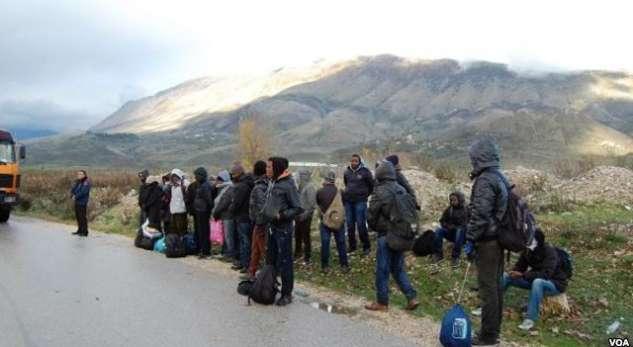 Kapen 13 refugjatë në Kapshticë, po vinin nga Greqia drejt Shqipërisë
