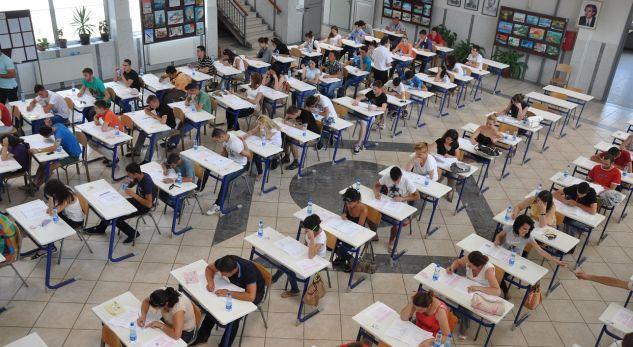 Maturanët sot japin provimin e parë të Maturës Shtetërore