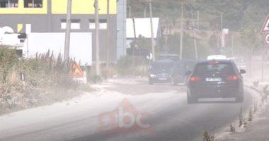 """""""Eurobeton 2005"""" shkatërron rrugën dytësore në autostradën Tiranë-Durrës"""