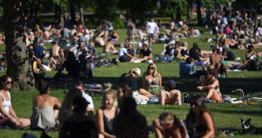 Zyrtarët e Shëndetit ngrënë alarmin: Masat anti-Covid po lehtësohen para kohe