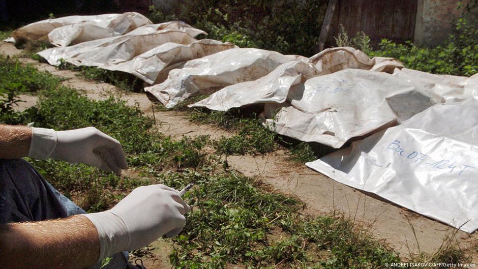 Të rinjtë serbë kërkojnë përgjegjësi për viktimat e shkaktuara nga shteti i tyre