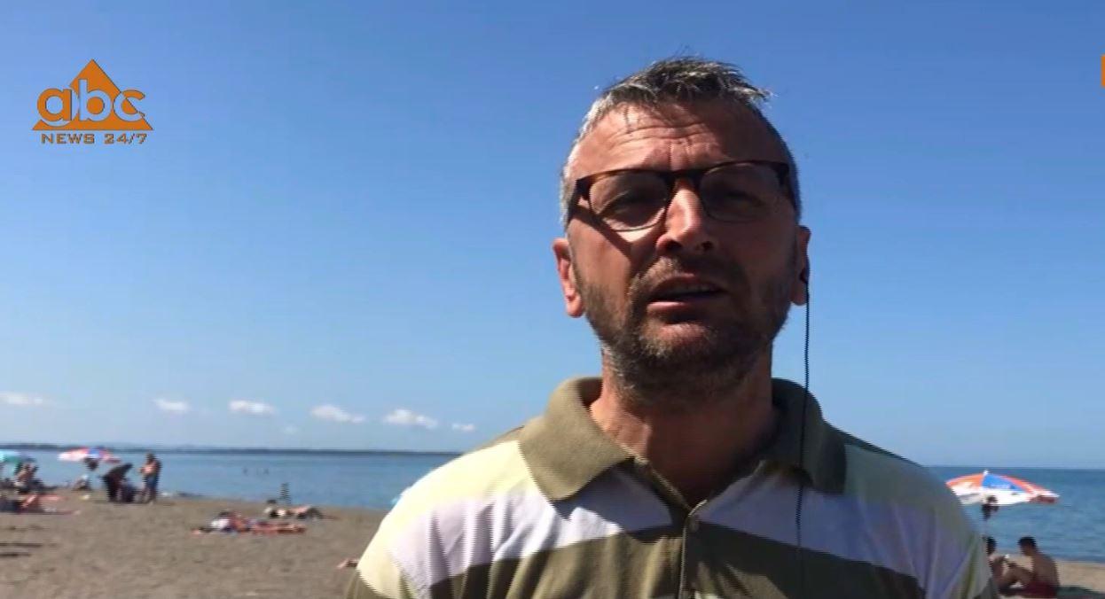 Pushuesit nga Kosova dominojnë plazhin e Shëngjinit, por bregdeti i Vlorës pret më pak turistë