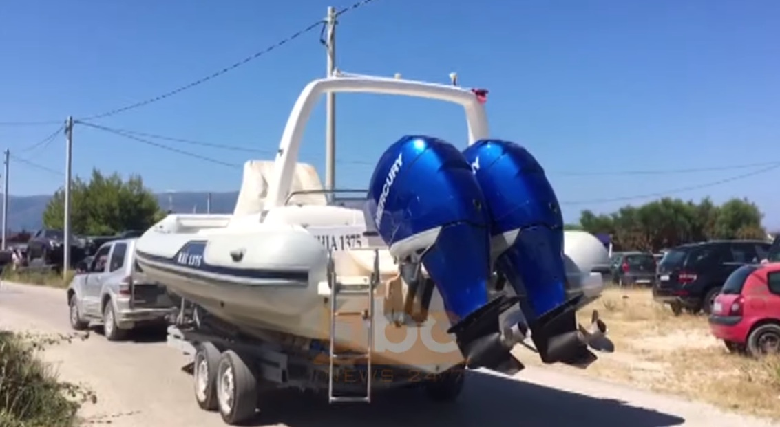 10 metra e gjatë me dy motorë të fuqishëm, dalin pamjet e gomones së kapur në Vlorë